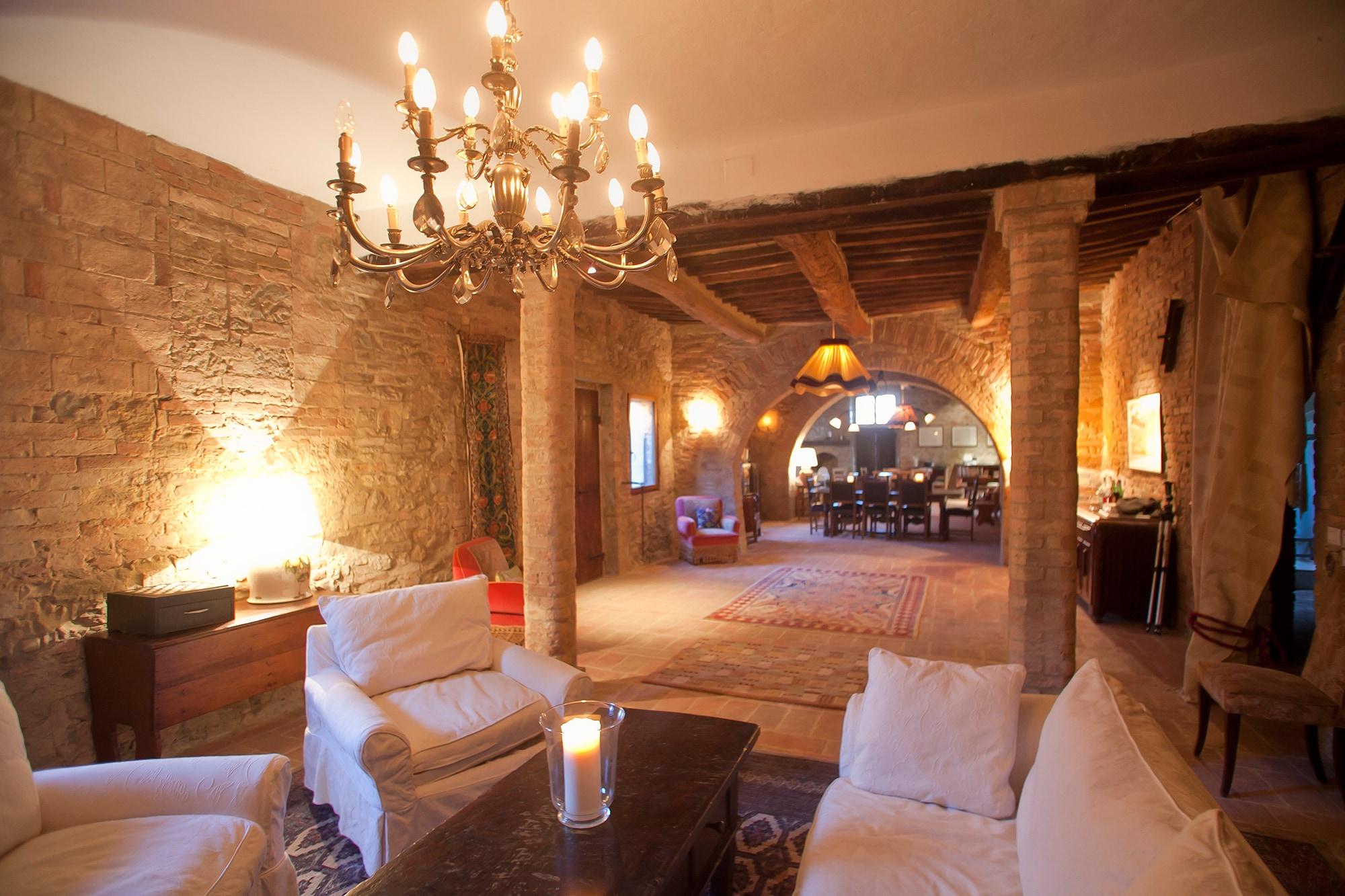Main Living Room - mandorlo