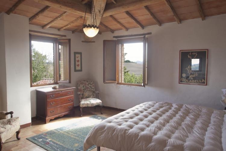 queen guest bedroom - comfortable bed